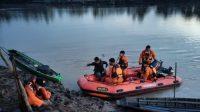 Basarnas Lampung dan BPBD Way Kanan Bersama Tim SAR Gabungan Melakukan Pencarian Korban Tenggelam Akibat Perahu Tersambar Petir
