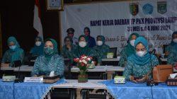 Ketua Tim Penggerak PKK Kabupaten Lampung Tengah Mardiana Musa Ahmad menghadiri Penutupan Rapat Kerja Daerah (Rakerda)