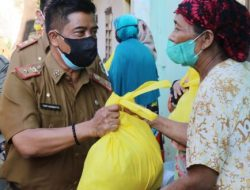 Gubernur Arinal Turun Langsung Berikan Bantuan Sembako
