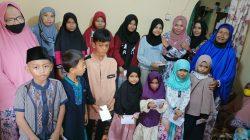 Majelis Taklim Al Hidayat Pancor Mas berikan santunan kepada Anak Yatim.