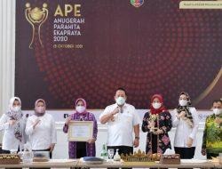 Gubernur Arinal Djunaidi Terima Penghargaan Anugerah Parahita Ekapraya